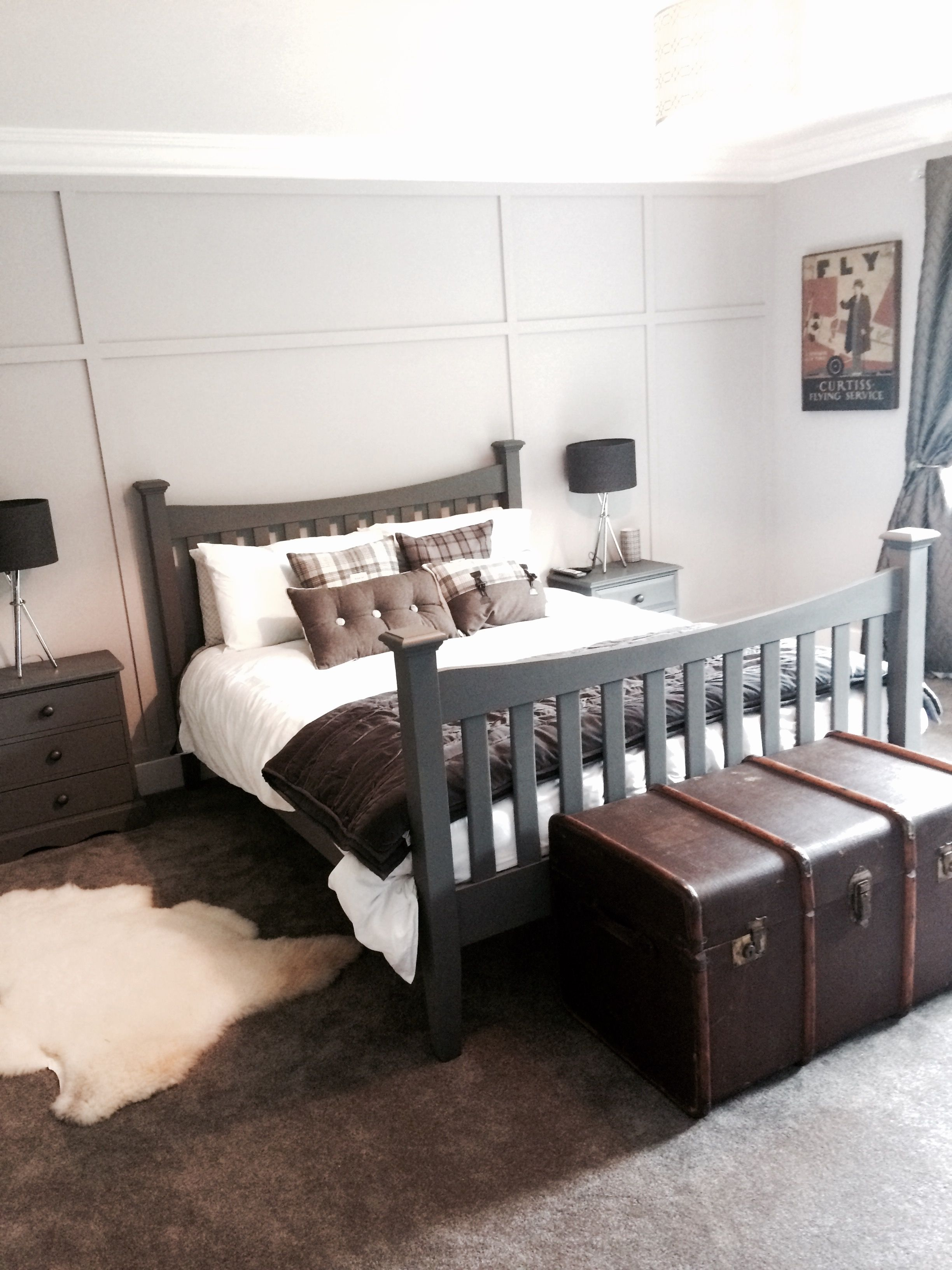Older teenage boys grown up bedroom Grey walls with meg panelling
