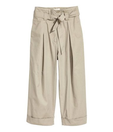 Light beige. Wide-cut, ankle-length pants in cotton twill with a high waist. Tie belt and zip fly with concealed button and hook-and-eye fastener. Pleats at