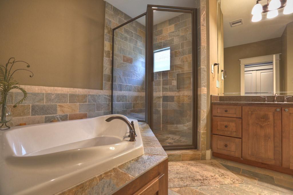 1532 DOROTHY HOUSTON, TX 77008: Photo Master Bath- view 2- this view ...