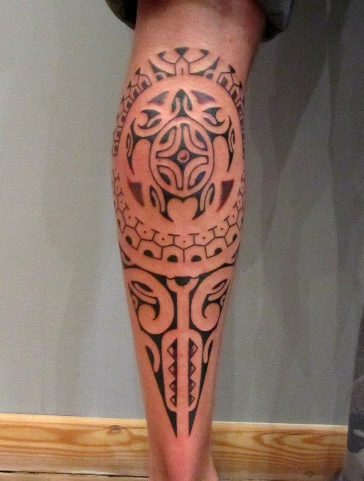 Tatouage tribal polynésien mollet , Modèles et Exemples