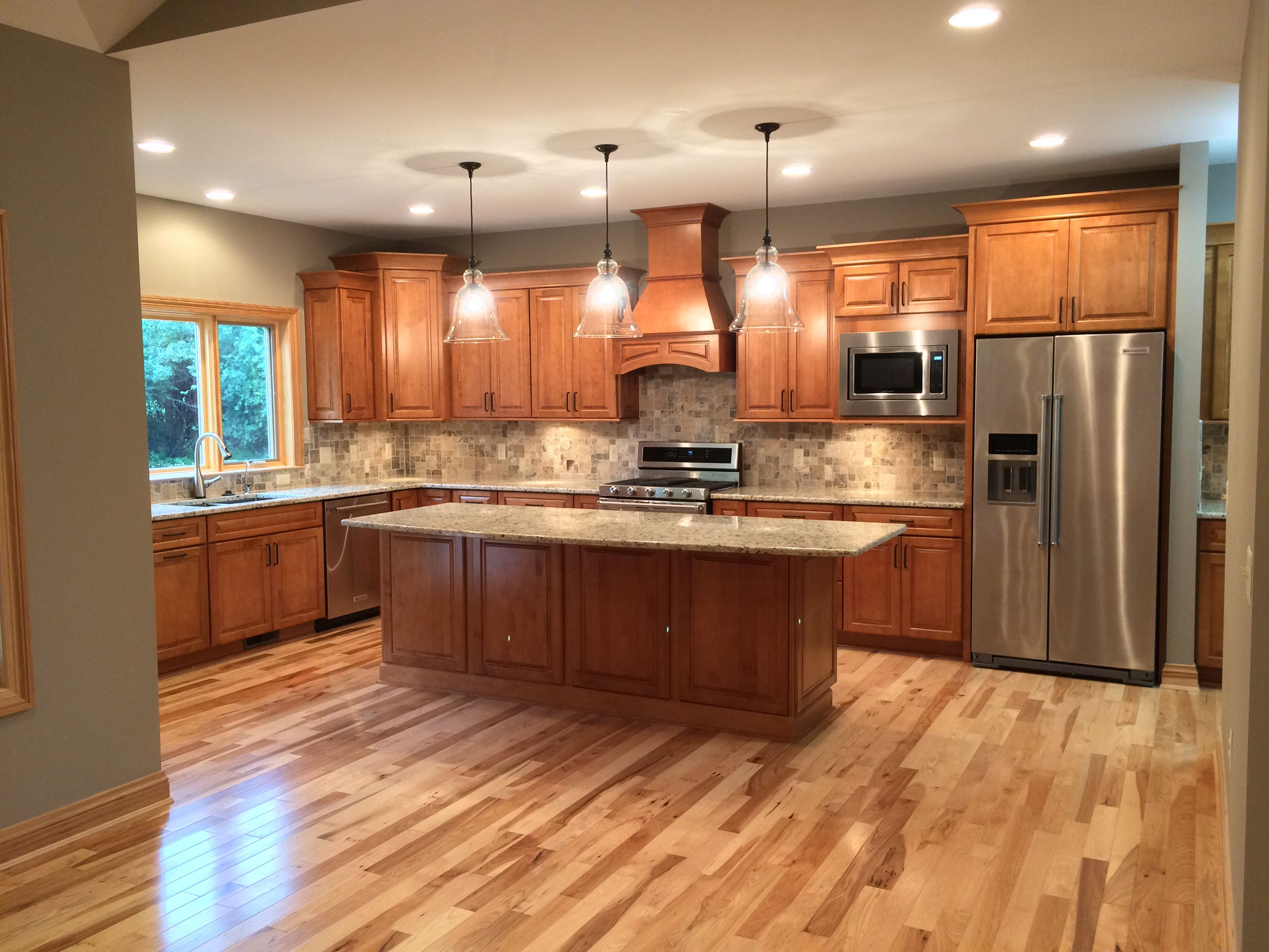 Beautiful kraftmaid kitchen marquette maple praline for Cherry vs maple kitchen cabinets