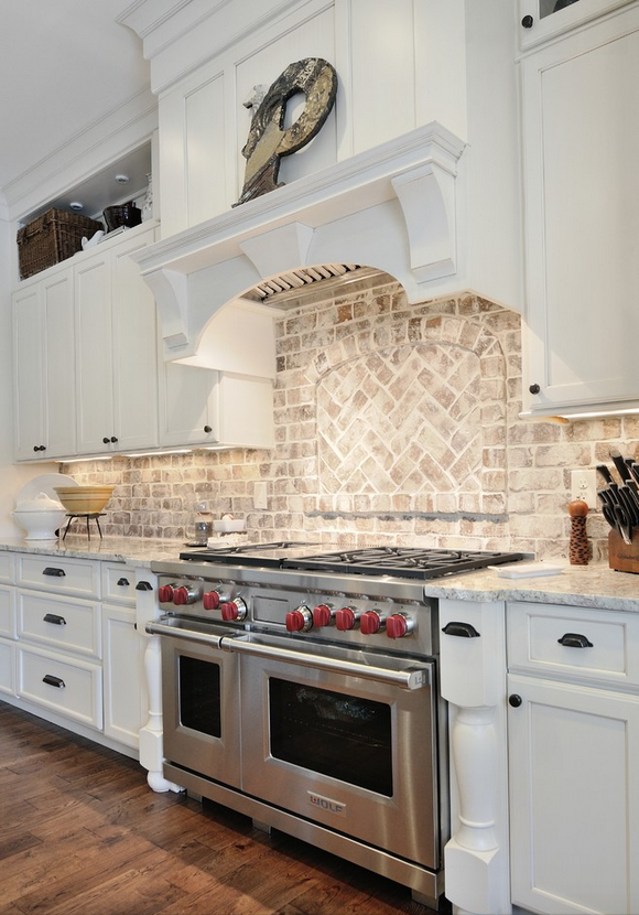 White Brick Carries A Dusty Antique Vibe It Looks Amazing With