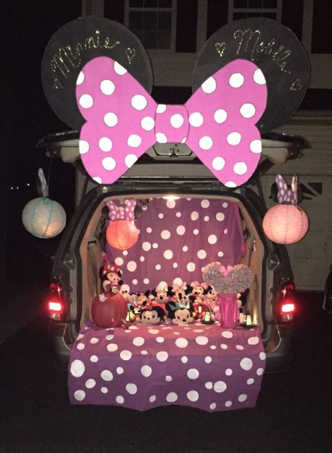 Minnie Mouse 20 Magical Disney-Themed Trunk Decorating Ideas - trunk halloween decorating ideas