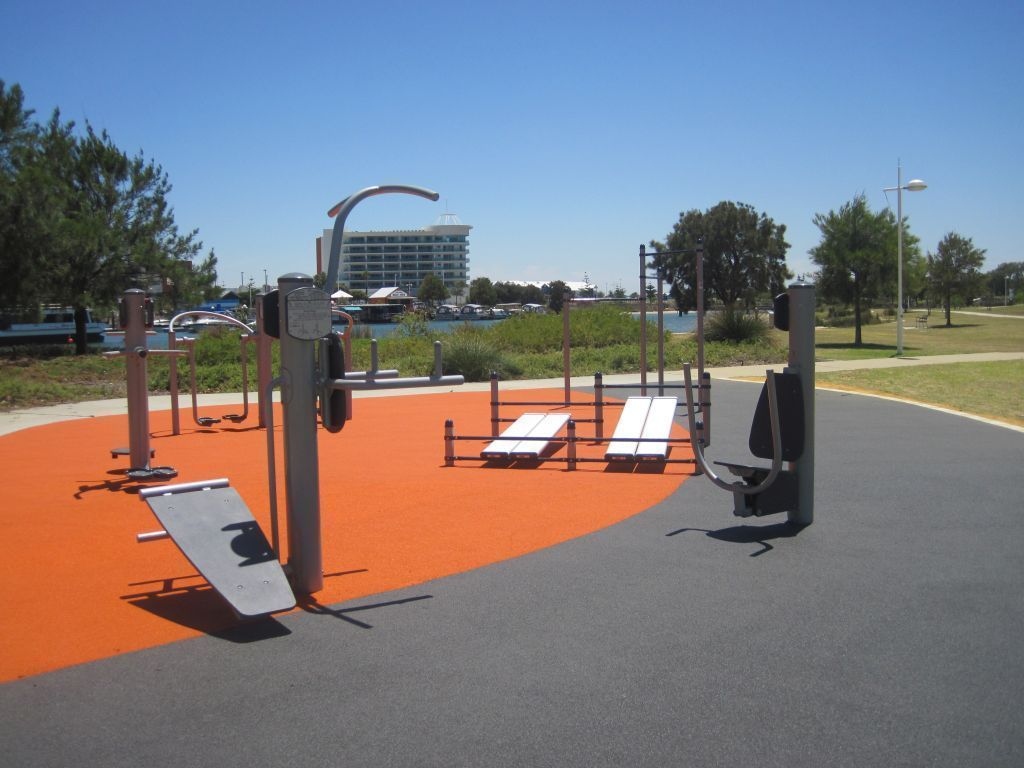 Outdoor Gym At Keith Holmes Reserve Mandurah Outdoor Fitness Equipment Outdoor Workouts Outdoor Gym