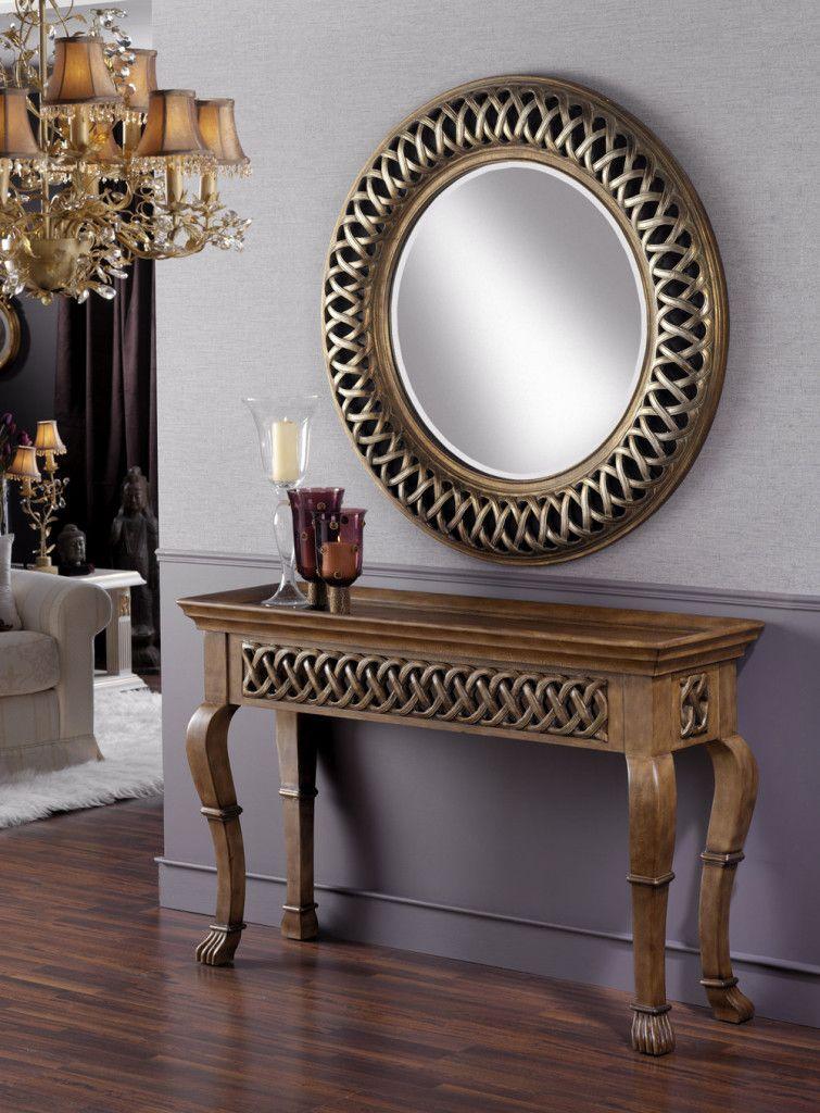 Laca negra pan de plata y de oro en este modelo clásico a juego con la consola.