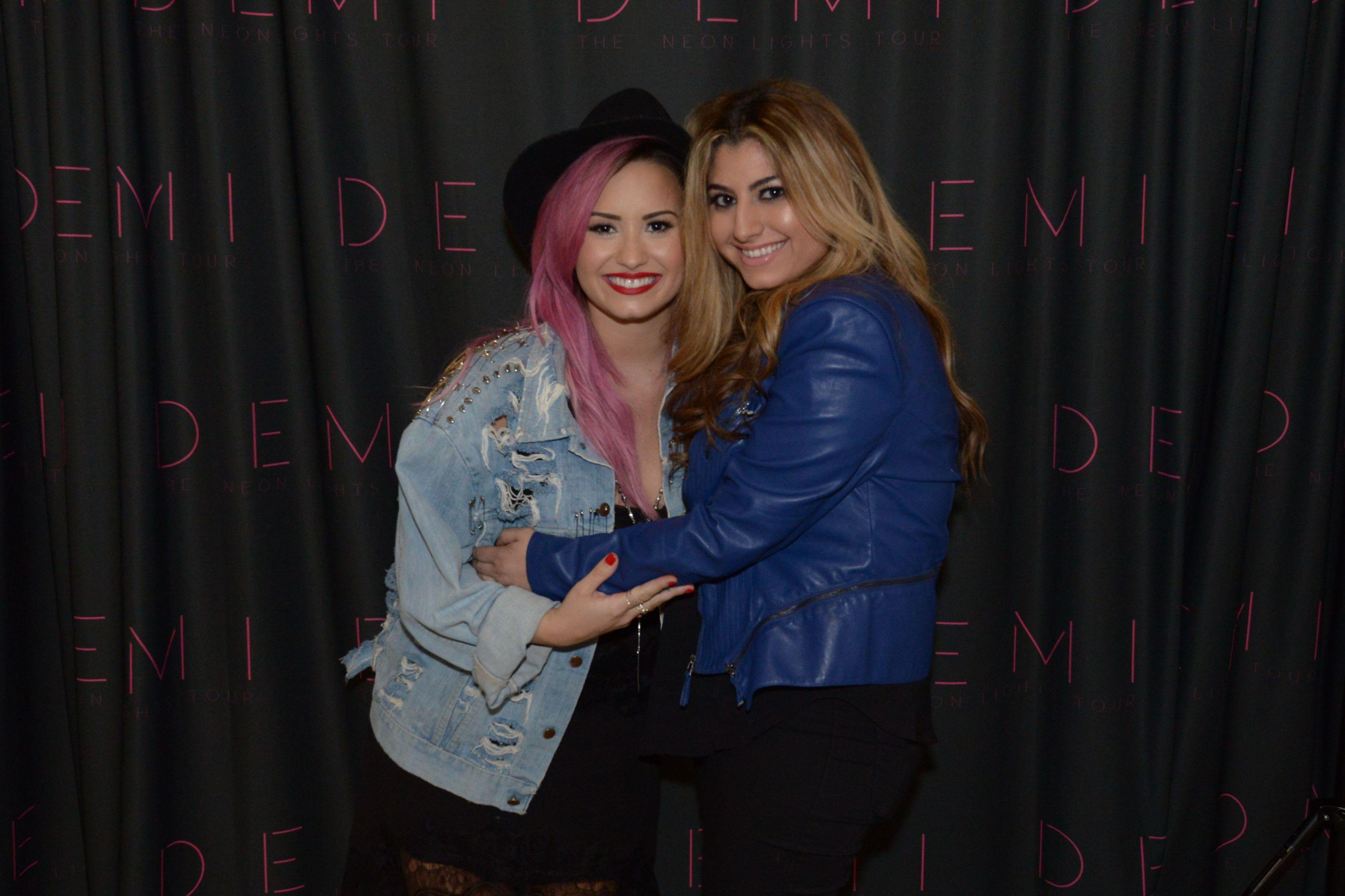 Demi Lovato Anaheim Meet Greet Pix Demi Lovato Celebrity Anaheim