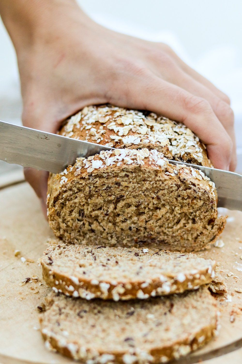 Photo of simple toast bread made from oat & wholemeal flour – C A N • B A L L E T