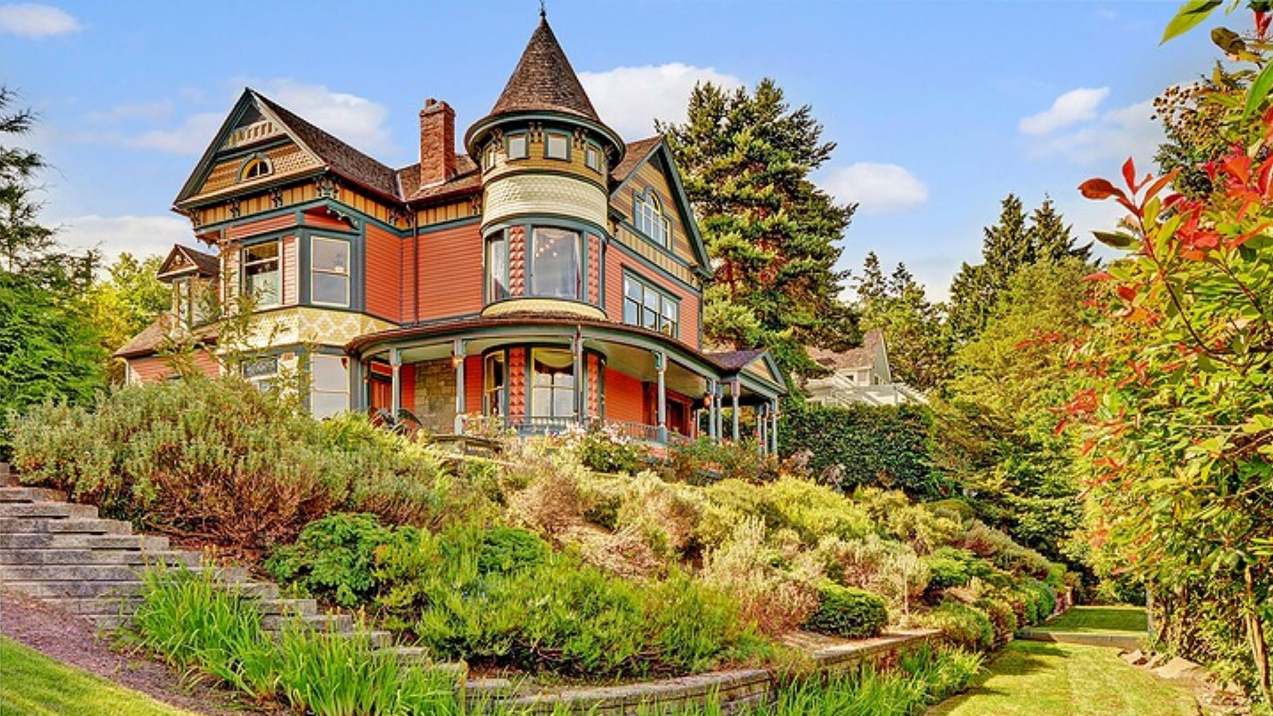 See Inside This Updated 114 Year Old Home Victorian Homes Old Houses Victorian Gardens