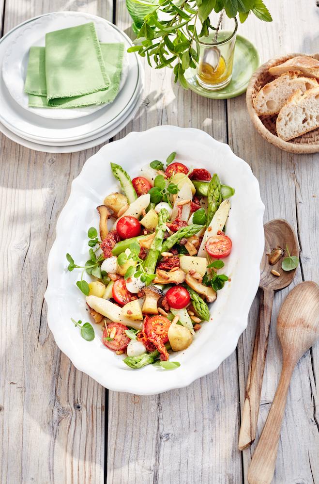 Essen und trinken italienischer spargelsalat