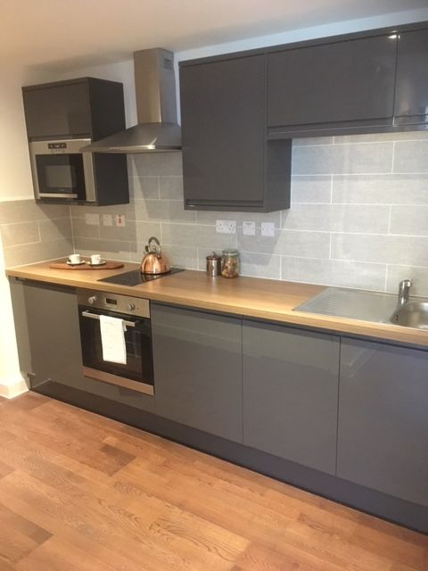 Lovely modern slate grey kitchen in an apartment Perfect styling - led einbauleuchten küche