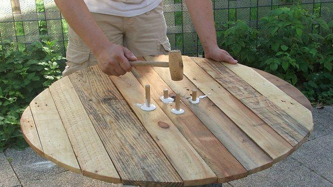 table tronc sur bois palette jardin en de Construire de une lTFc3KJu1