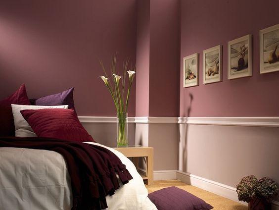 Wand halbhoch streichen und mit Stuckleisten in zwei trennen - ideen für schlafzimmer streichen