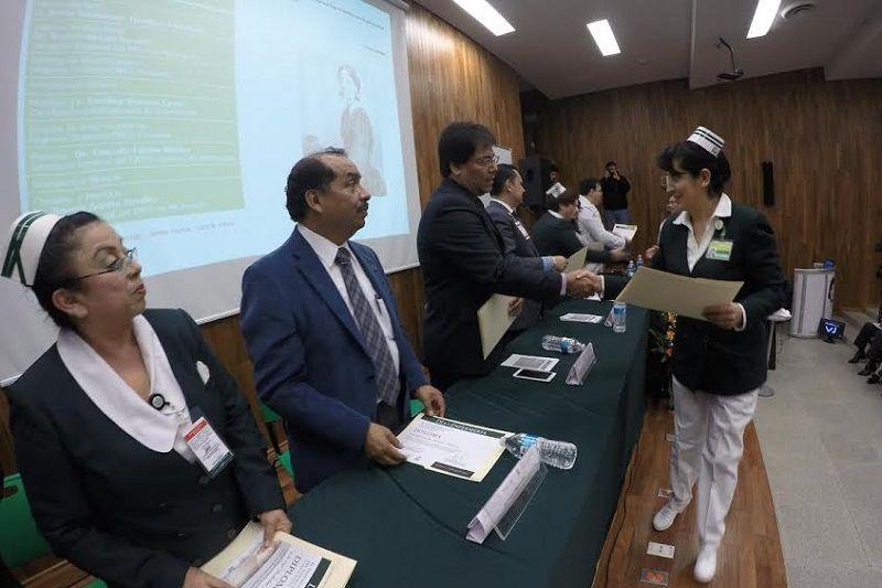 Autoridades delegacionales y sindicales del IMSS en Michoacán, entregaron reconocimientos a un total de 108 enfermeras y enfermeros de todo el estado por su compromiso social en favor de los ...