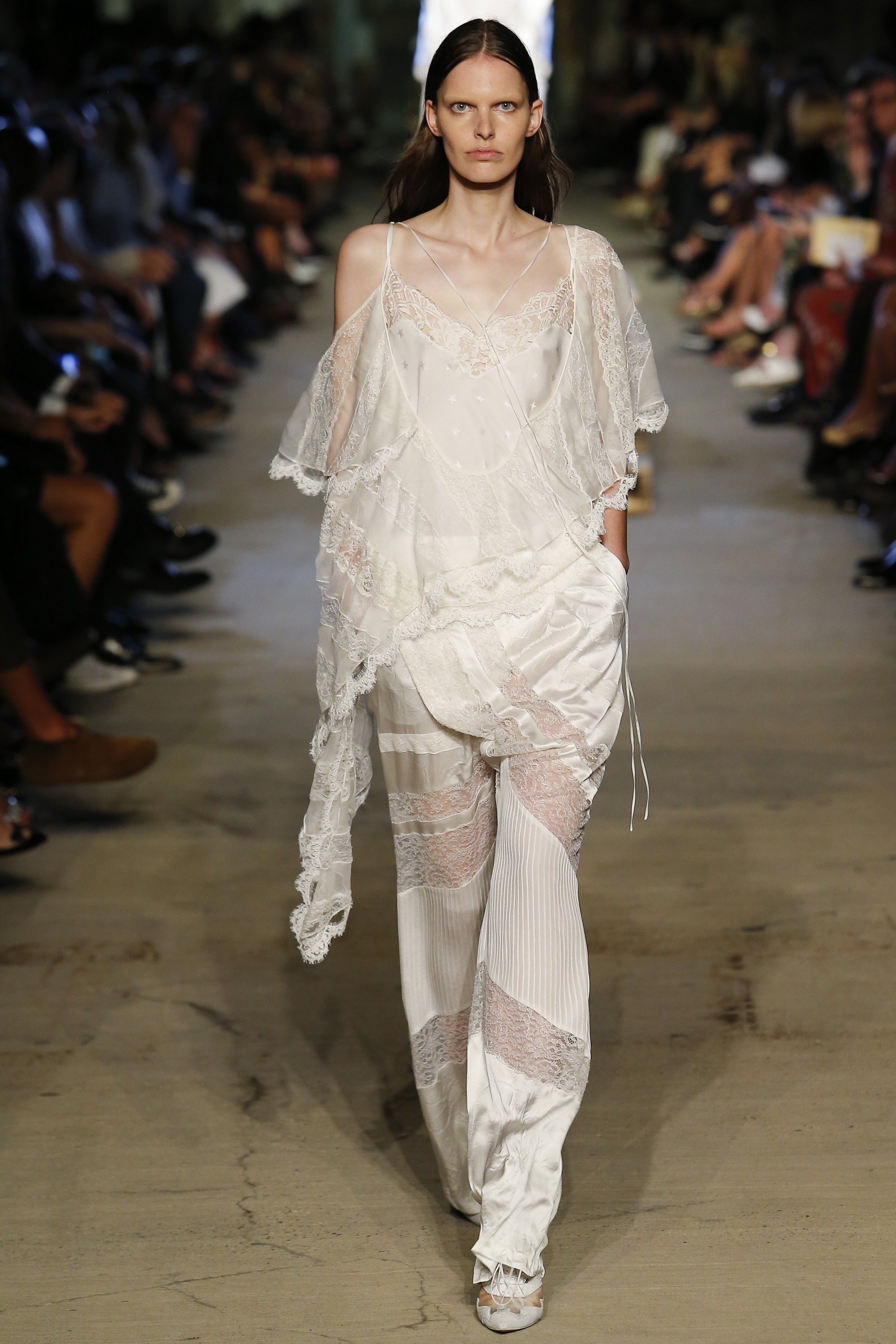Givenchy Spring 2016 Ready-to-Wear Fashion Show - Lisa Verberght