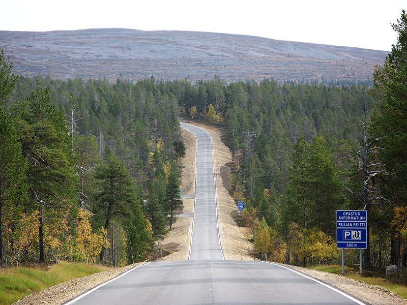 Road to Kiilopää (connecting road 9695) in Inari/Sodankylä communities in Northern Finland
