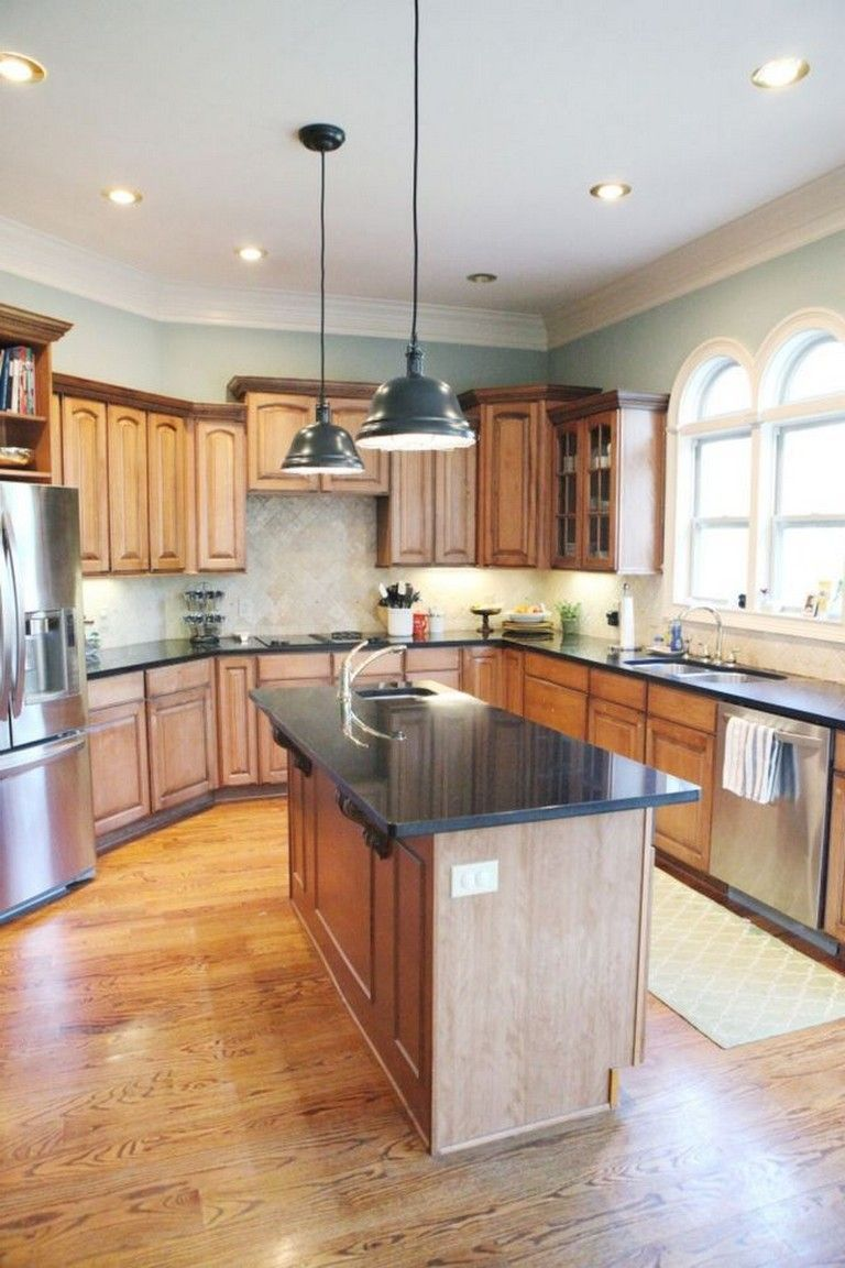 34+ Lovely Kitchen Paint Colors Ideas with Oak Cabinet #honeyoakcabinets 35+ Beautiful Kitchen ...