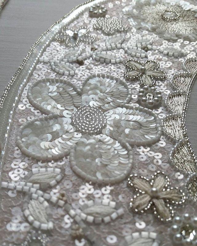 つけ襟。製作中。#リュネビル刺繍 #luneville #broderie #embroidery #刺繍