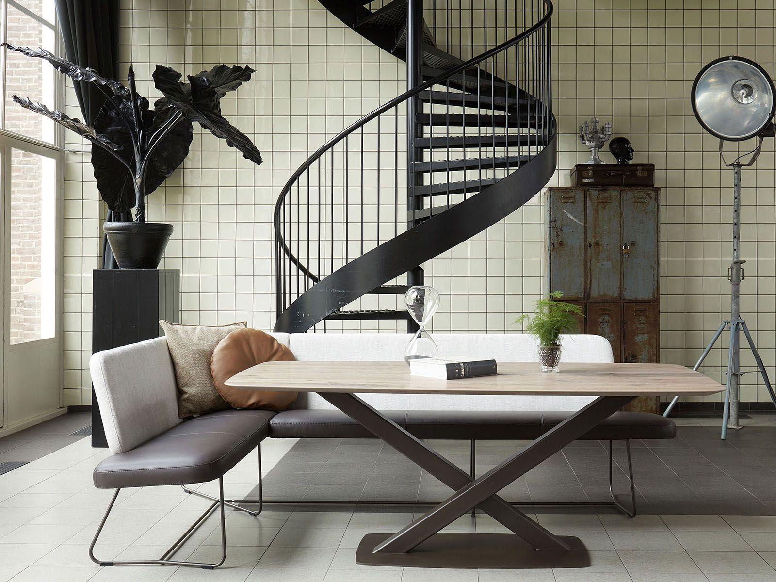 Oxxi tafel tafelblad hoeken en eetkamerstoelen