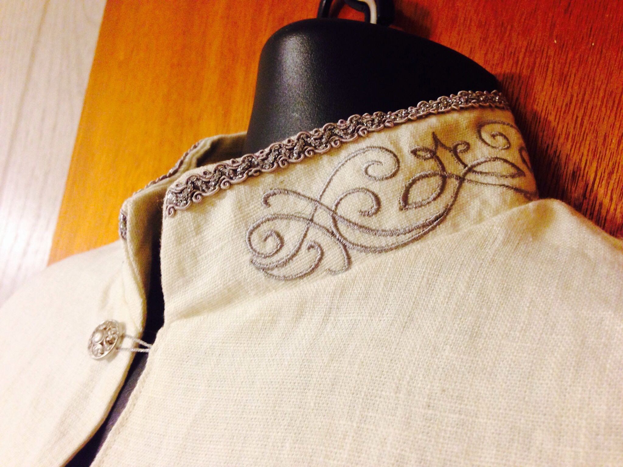 Linen elven under-robe, collar with embroidery