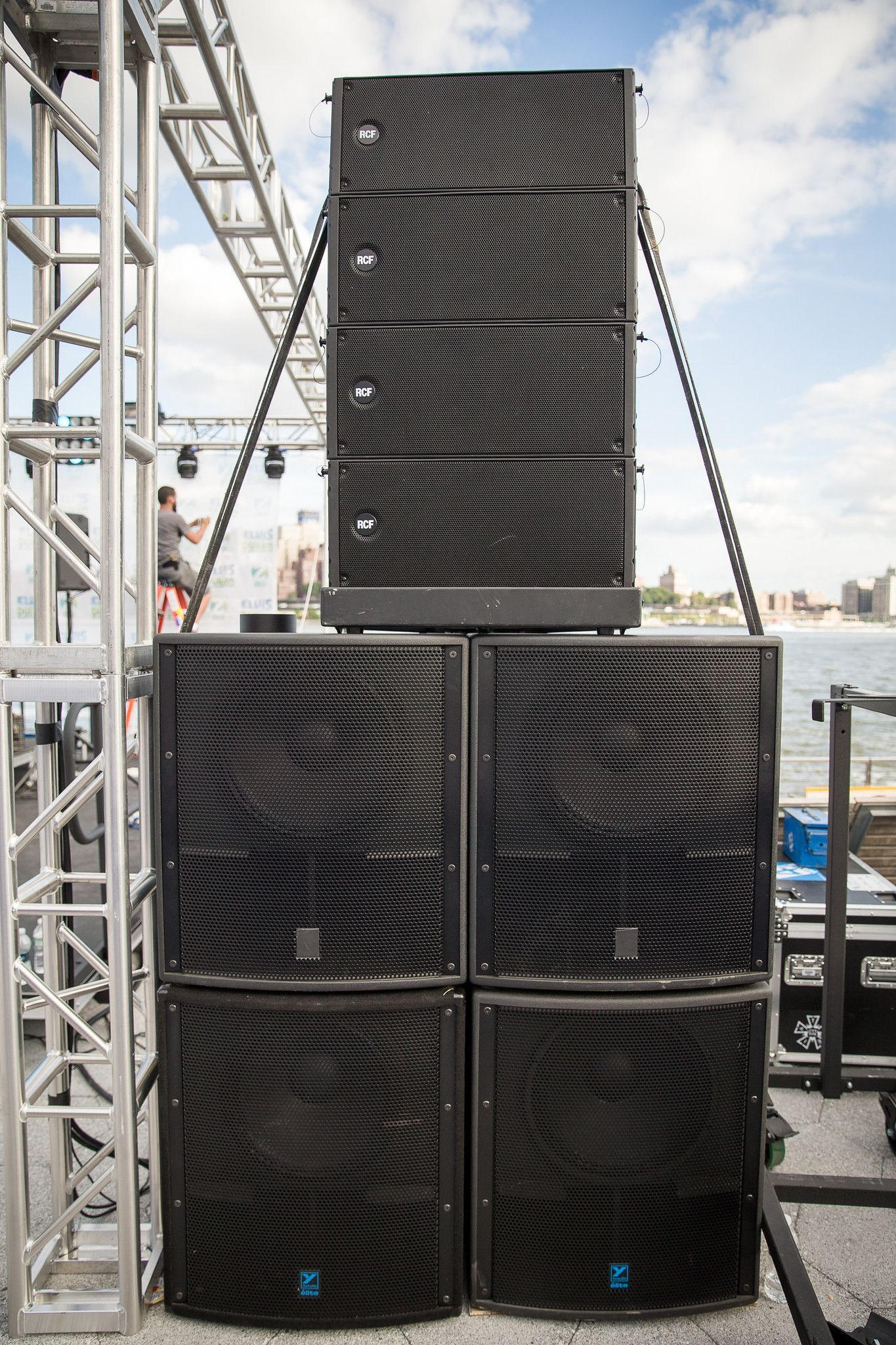 hight resolution of 30 000watt rcf line array 4x4 with yorkville subwoofers