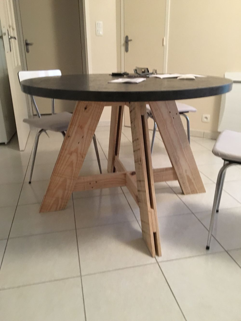 diy table salle à manger pied en palette - plateau stratifié