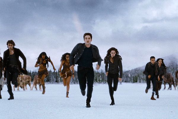Edward Leads The Cullens And His Friends In And Epic Battle