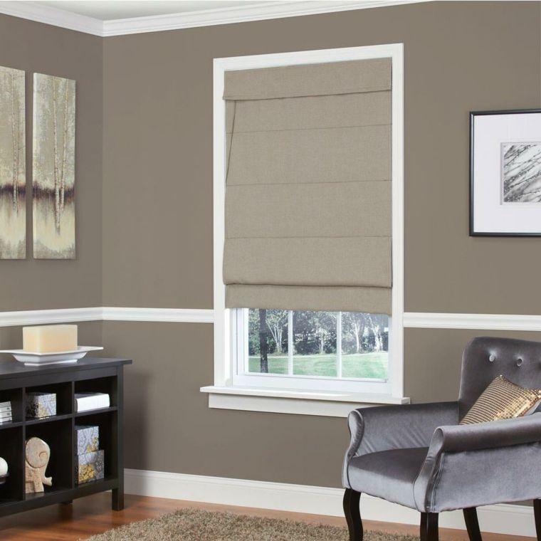 soggiorno con pareti color tortora chiaro, poltrona in velluto ...