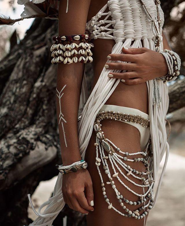 #artphangan_style #boho#wild#accessories#white#fashion#jewelry#shells#vibes#spirit#natural#body#tan#tropical#exotic#tribal#style#top#dress#thailand#model#photoshoot#kohphangan#photographer#таиланд#трайбл#панган#модель#бохо#украшения