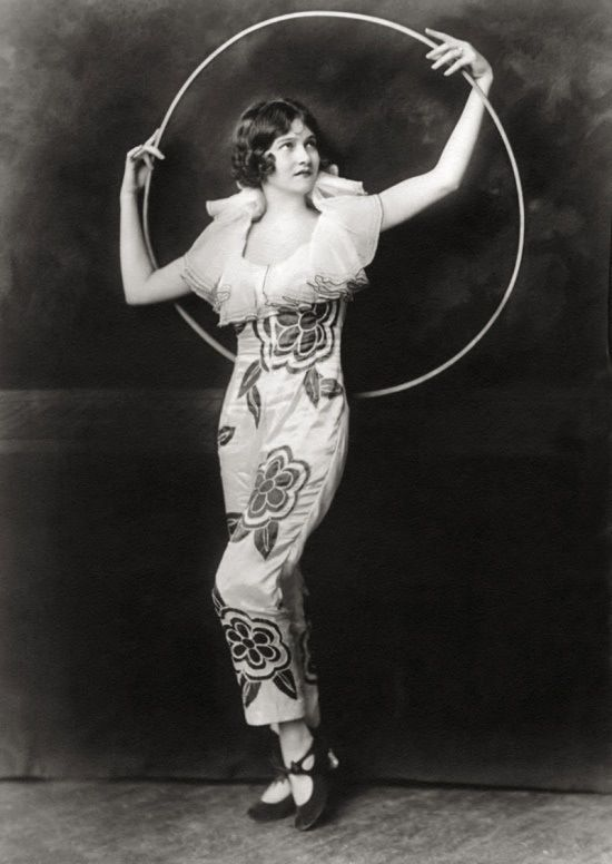 Ziegfeld Girl | 1920s | The 20s | Ziegfeld girls, Ziegfeld follies