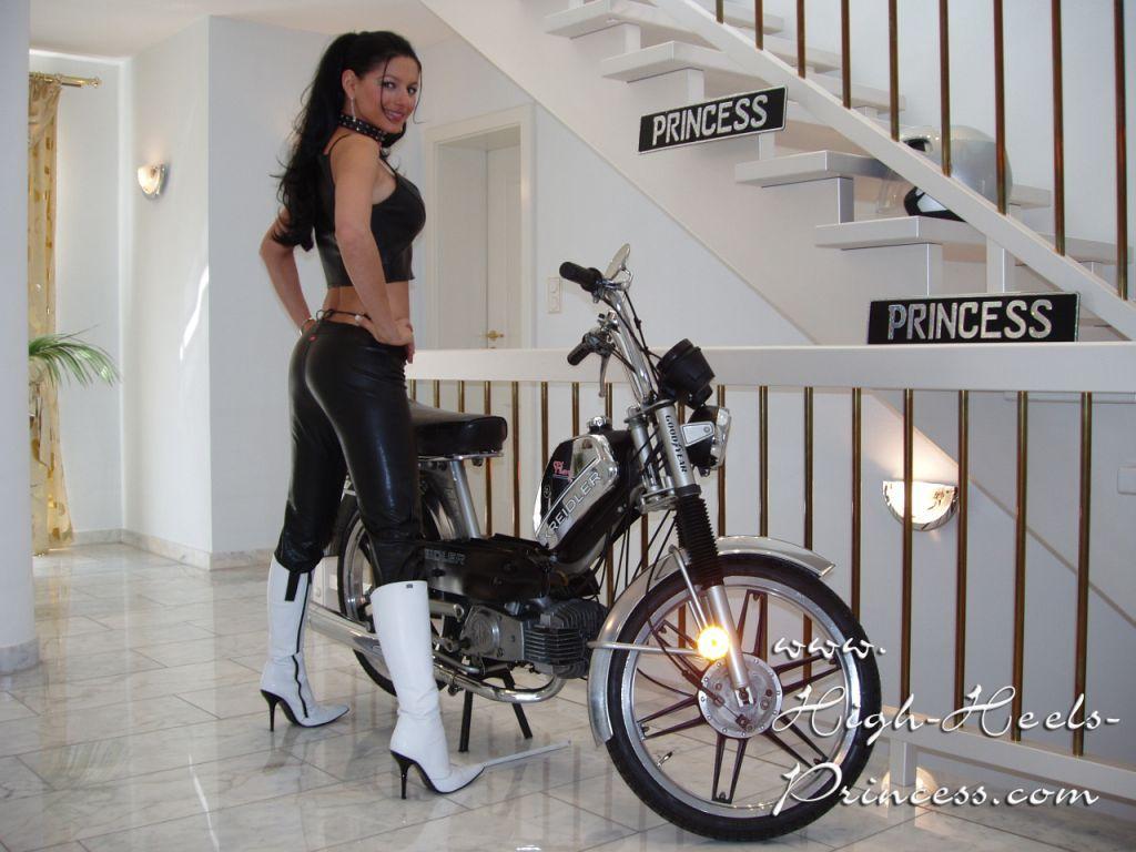http://high-heels-princess.com/Produkte/Free%20Tour/Vorschau%20Fotos/Pictures/26.1024x768.JPG