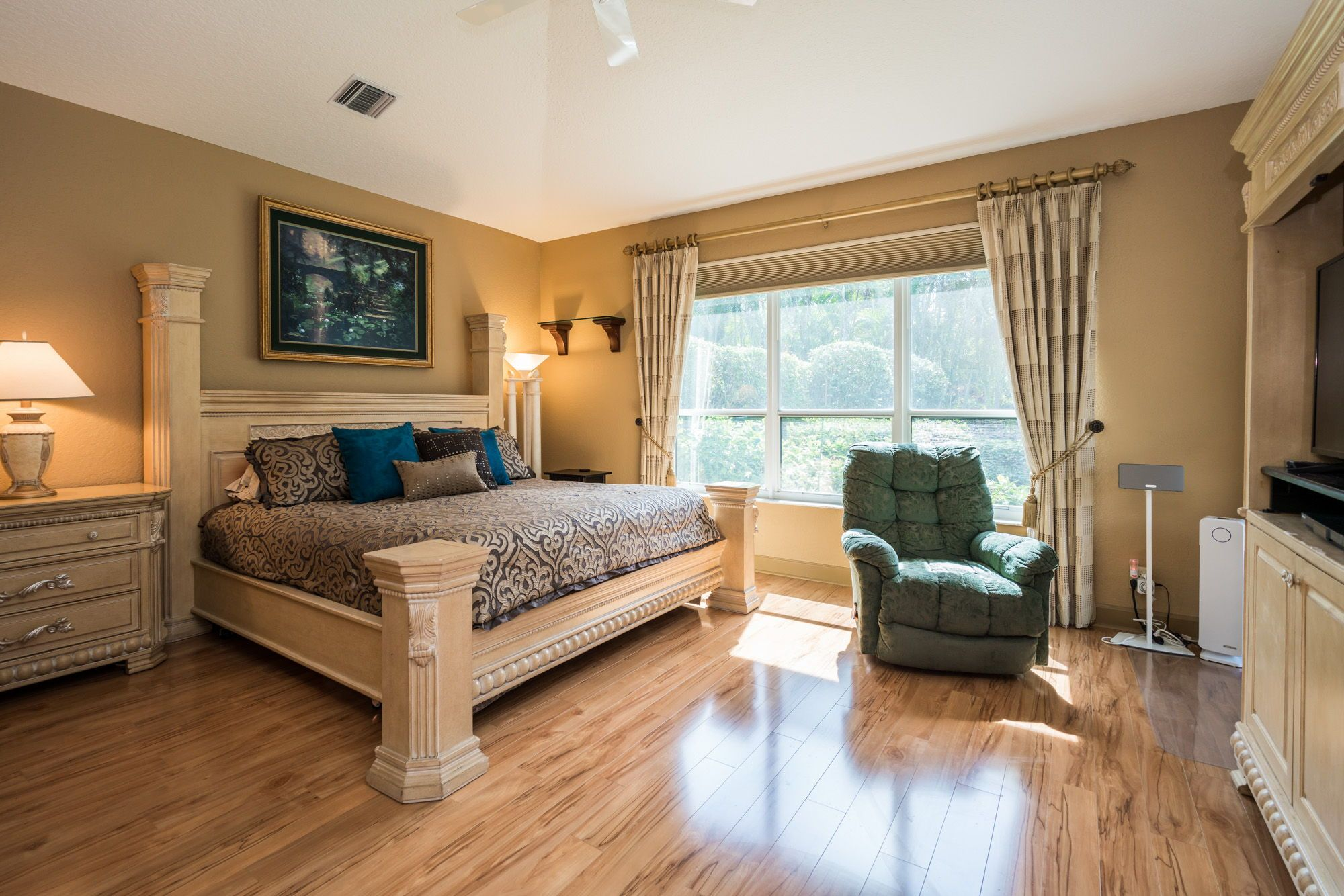 2 window bedroom ideas  the master suite is spacious and has darkening shades operated
