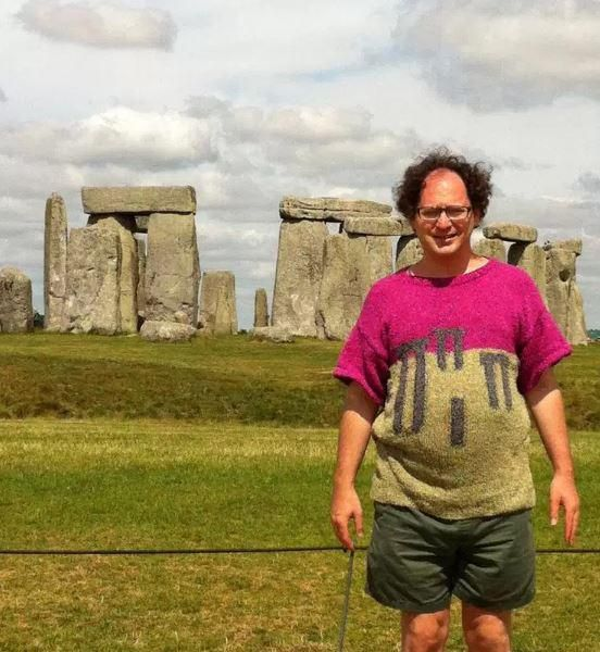EVERYONE loves a good souvenir and a great photo from a trip away,but one man takes the concept even further. Sam Barksy knits scenes or famous landmarks on jumpers and then travels to the places …