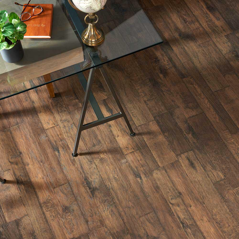 Pergo Outlast Somerton Auburn Hickory 10mm Thick X 7 1 2 In Wide