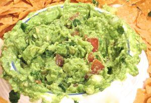 Simple guacamole recipe easy 6 ingredient guacamole mexican i love guacamole an easy recipe for it forumfinder Image collections