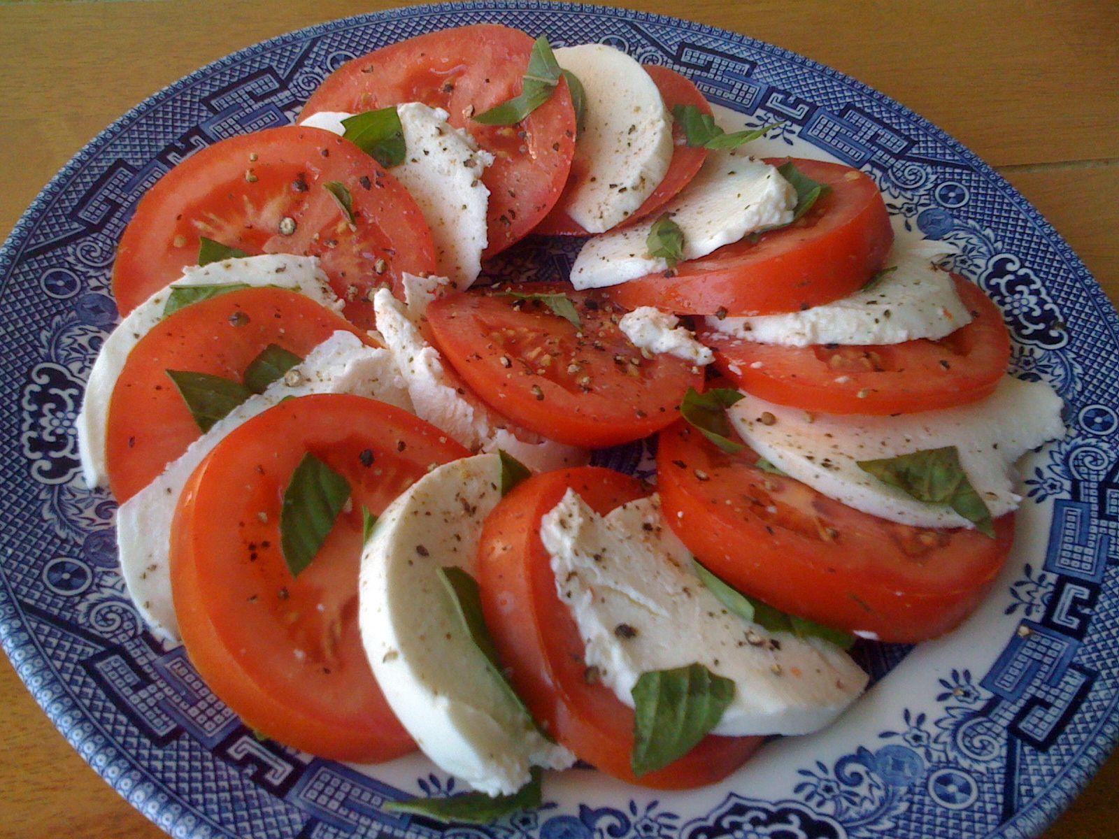 another way to do caprese salad! tomato. basil. mozzarella. black pepper. olive oil & vinaigrette. YUMMYY!!!!