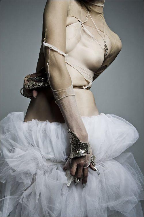 Styling : Masayo Kishi Photography : Chito Yoshida Model : Sui