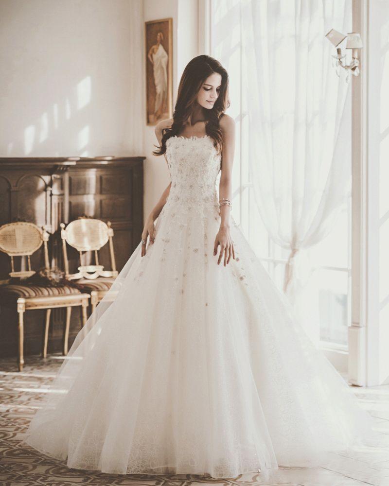20 Ultra Romantic Wedding Dresses With a Dash of Sweet Modern Twist ...
