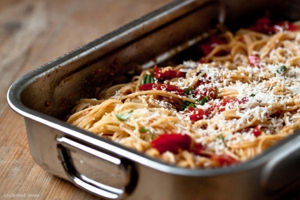 spaghetti mit ofengeschmorten tomaten und knoblauch mhhhh pasta good food und pasta recipes. Black Bedroom Furniture Sets. Home Design Ideas