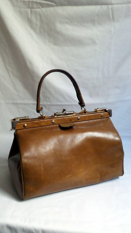 040ac6b41e Sac à main ancien cuir marron vintage / bagage sacoche médecin / petite  mallette / cadeau femme accessoire sac dame / cadeau maman soeur de la  boutique ...