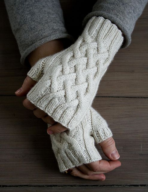 Ravelry: Traveling Cable Hand Warmers pattern by Purl Soho | GUANTES ...