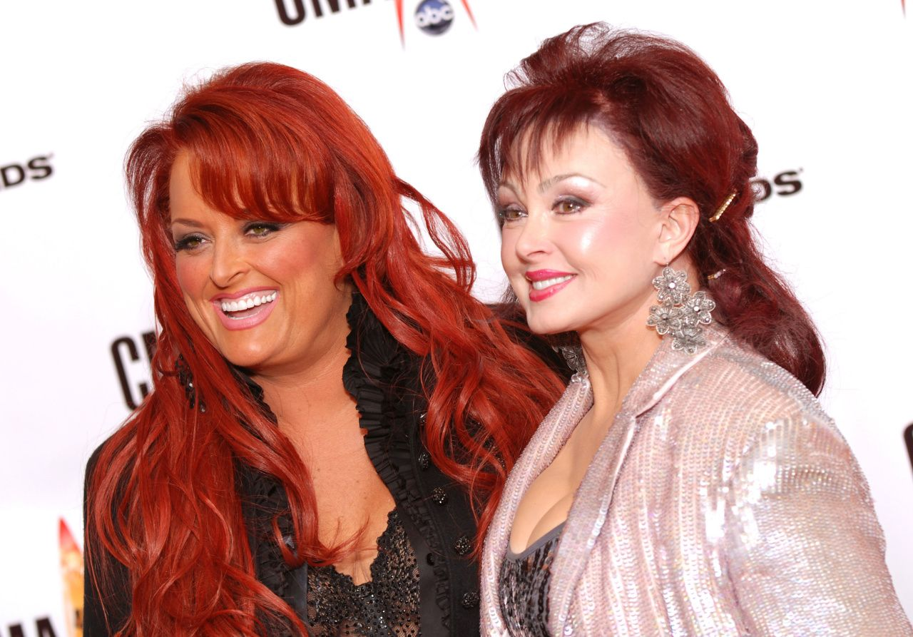 The Judds sing