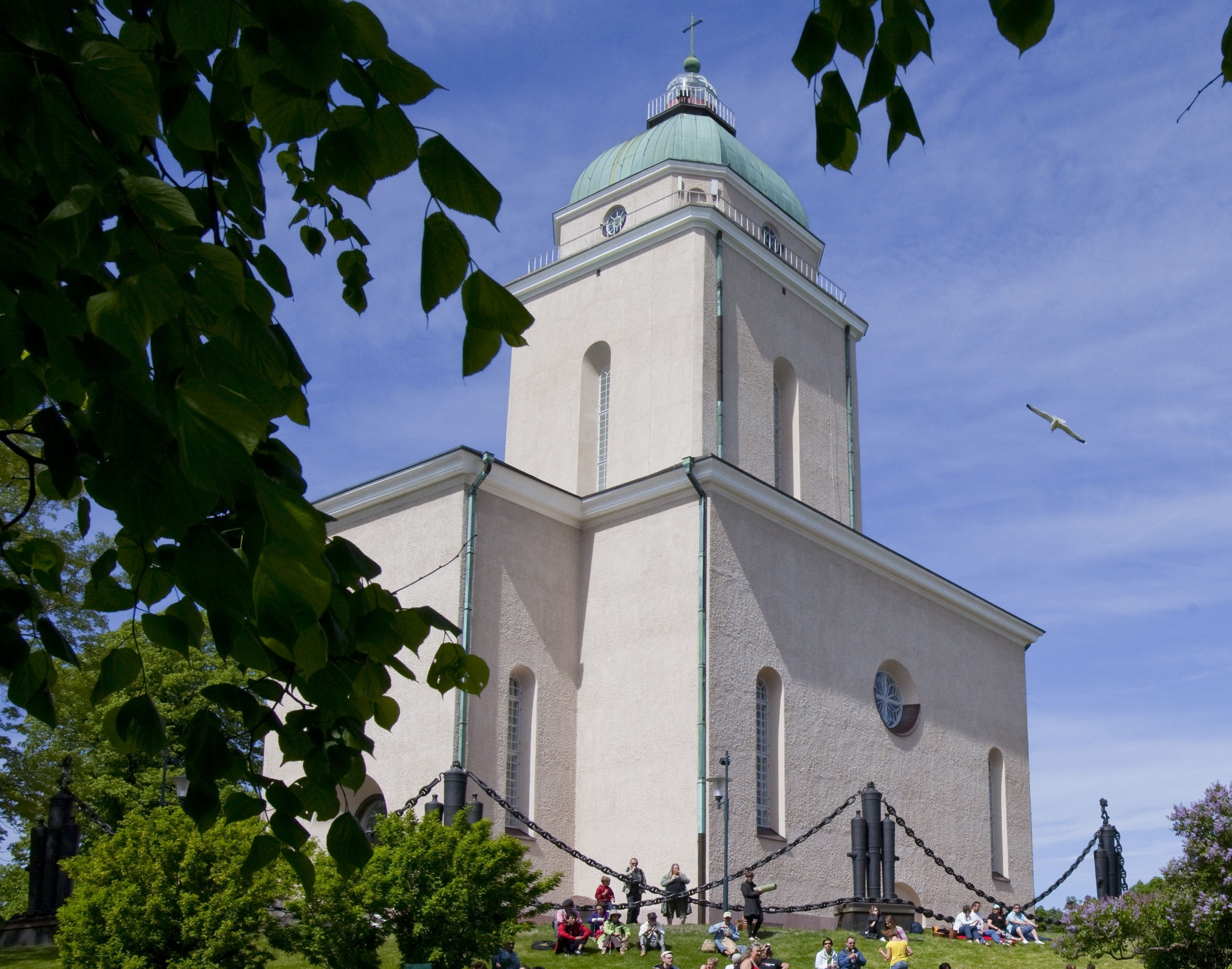 """The Suomenlinna Church was built as a Greek Orthodox garrison church for the Russian troops of Suomenlinna sea fortress in 1854 and originally had five onion domes. The church was designed by Konstantin Thon. The Orthodox church was converted into an Evangelical Lutheran church during the 1920s. Today its central dome doubles as a lighthouse,  the signal blink is the Morse code for the letter """"H"""" for Helsinki."""