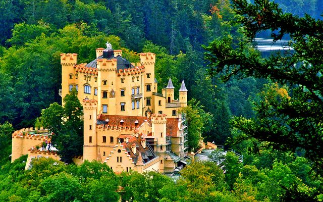 Schloss Hohenschwangau Schwangau Bavaria Germany By Mickyflick Germany Castles Germany Landscape European Castles