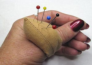 Thumb Pin Cushion Tutorial ✿⊱╮Teresa Restegui http://www.pinterest.com/teretegui/✿⊱╮