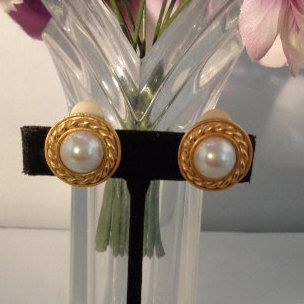 """Carolee Vintage Faux Pearl Earrings 3/4"""" in Diameter with Goldtone Clip-On Backs by CCCsVintageJewelry on Etsy"""