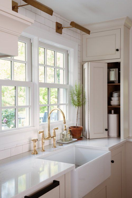 Traditional Kitchen with Amazing Storage in 10 (With images ...