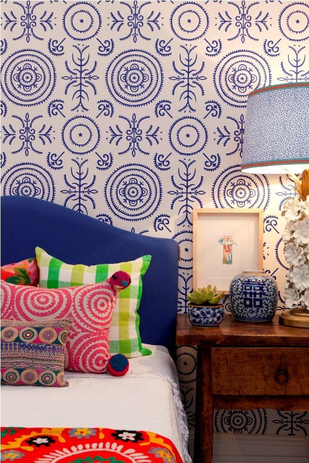 Colors and patterns galore!!! Eklektisches schlafzimmer