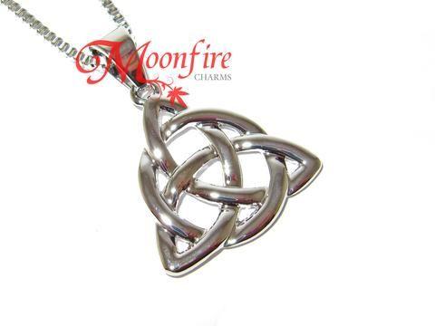 Charmed Triqueta Symbol Pendant Necklace Fandom Pinterest Symbols
