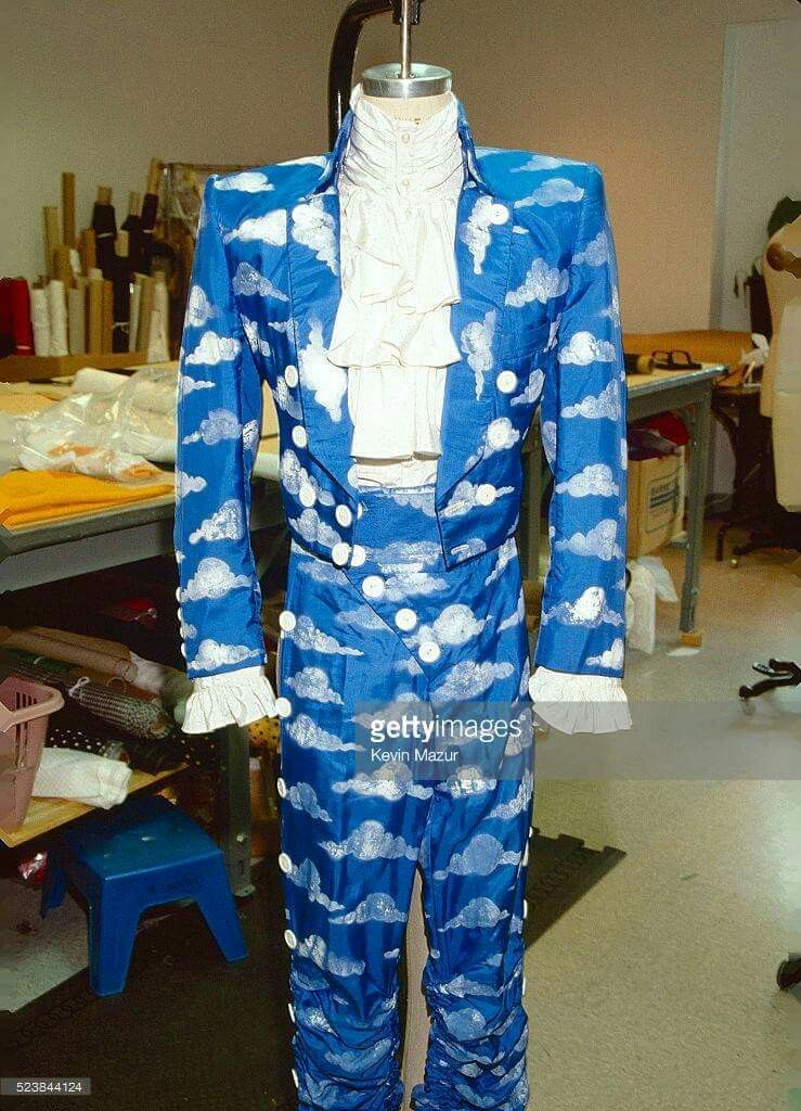 Prince\u0027s suit from the Raspberry Beret video, pictured
