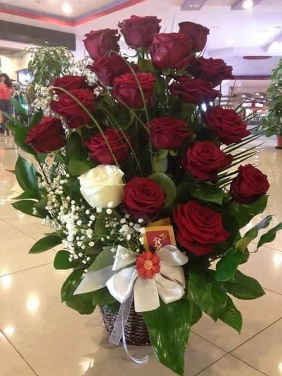 Pin by Aly Szymczak on Life Flower arrangements, Red